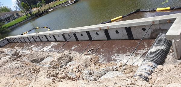 Bau der Seawall am Sunbeam Canal