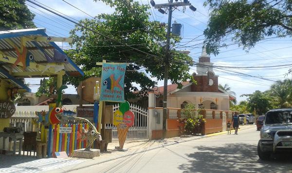 Straße in Roatán, Honduras