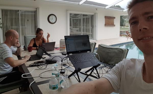 Büro mit Pool – Coworking.