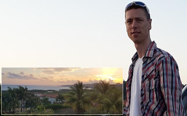 Gregor Janecke bei Sonnenaufgang in der Karibik
