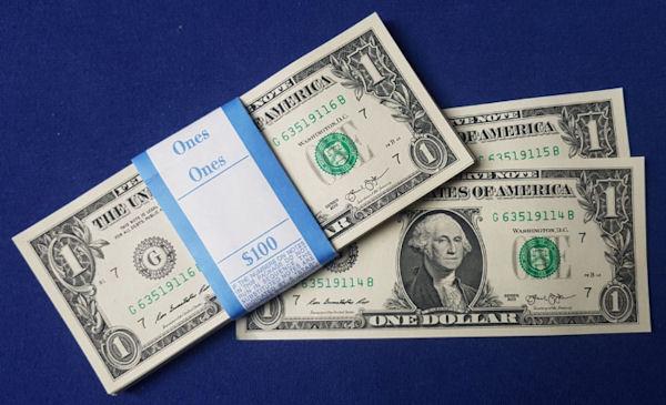 Druckfrische Geldscheine: US-Dollar