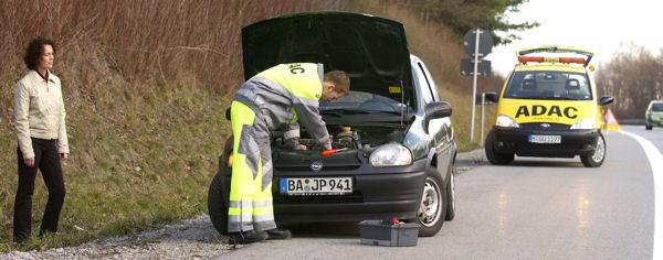 ADAC Pannenhilfe auf der Autobahn