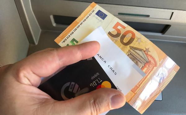 Curve Bargeld abheben