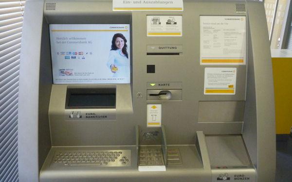 Ein- und Auszahlautomat der Commerzbank