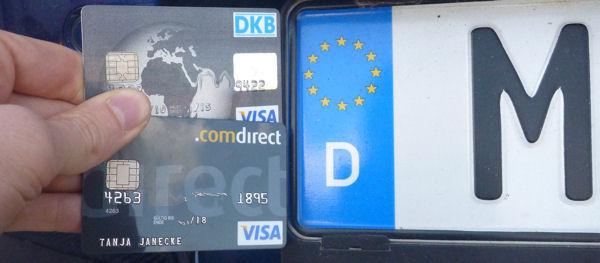 ДКБ и Comdirect VISA перед немецкими номерными знаками
