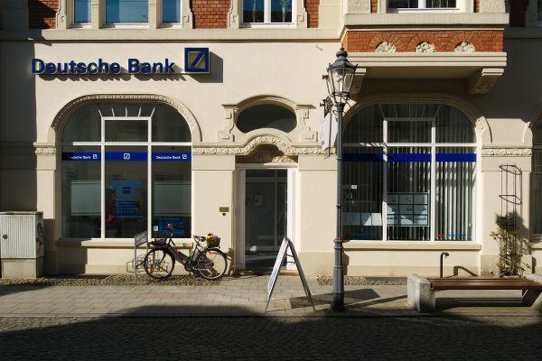 Filiale der Deutschen Bank im Erdgeschoss