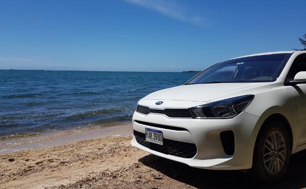 Roatan: Strand mit Auto