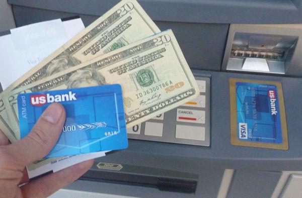 ATM Card der US Bank beim Geld abheben