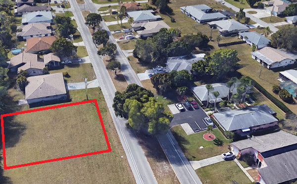 Multi-Family Lot in Südost Cape Coral