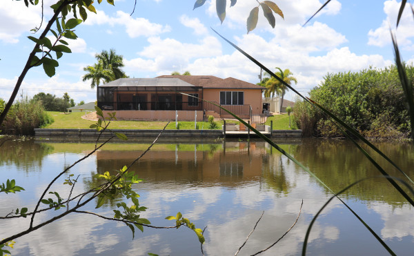 Haus mit Pool am Vermont Kanal in Cape Coral, Florida